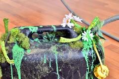 Die Flüssignahrung kommt aus Kanistern. Foto: Konczak