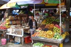 Vitaminreiche Auslage: Exotische Früchte Made in Bali.