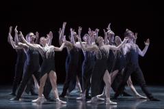 Die Ballettcompagnie selbst steht im Mittelpunkt des Stückes. Foto Stephan Walzl