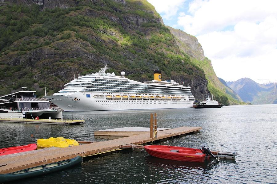 """Die """"Costa Magica"""" kreuzt in diesem Sommer im Nordland."""