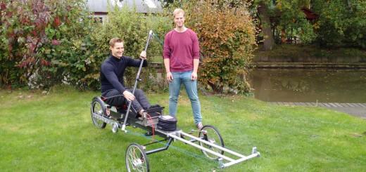 Kai Eggemann (links) und Michael Meyer-Coors mit ihrem Paddelfahrrad. Foto: Eggemann