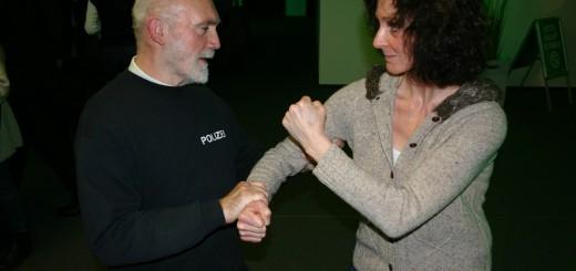 Die Bremer Polizei gibt Tipps zur Selbstverteidigung. Foto: Neloska