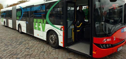 Viele Busse der BSAG verfügen auch außen über einen Taster um ein Senken anzufordern. Foto: av