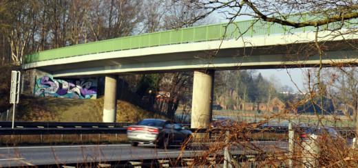 Brücken auf Autobahnen: hier an der A27 bei Achim