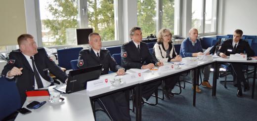 Vertreter von Landkreis und Polizei präsentieren Statistiken zu den Unfällen 2015