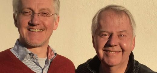 """""""Musikalisch – literarisch"""" – unter diesem Motto spielen und lesen Johannes Grundhoff (l.) und Harald Maack (r.) am Karfreitag bei Optiker Grau."""
