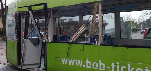 Diese Straßenbahn ist in Gröpelingen beschädigt worden. Foto: Polizei