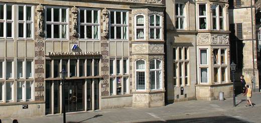 Das Portal des Bankhauses Neelmeyer am Markt. Foto: Godewind Bremen