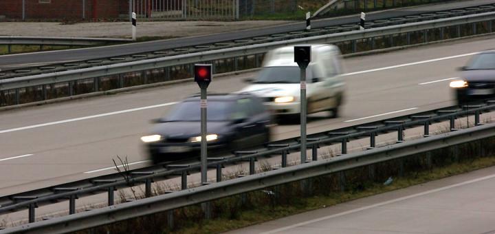 Blitzanlage an der Autobahn. Foto: WR