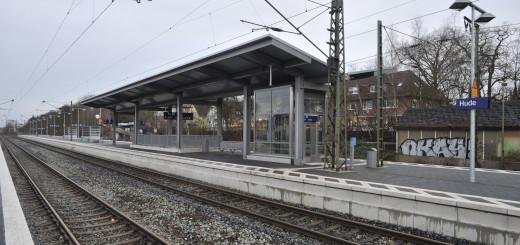 Im Bahnhof Hude und auf der Strecke nach Wüsting werden im April und Mai diverse Weichen und Gleise erneuert. Die Deutsche Bahn investiert dort 13,8 Millionen Euro .Foto: Konczak