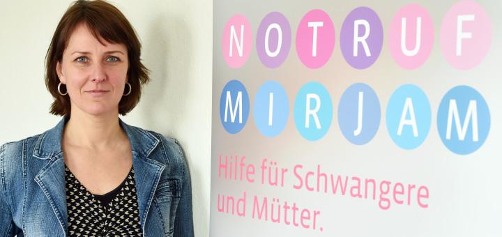 Alexandra Maksimovic baut in Bremen den Notruf Mirjam auf.