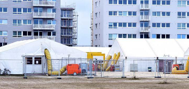 Die Flüchtlingszelte in der Überseestadt stehen für einen traurigen Rekord: Bremen hat die meisten Zeltunterkünfte für Flüchtlinge. Foto: Schlie