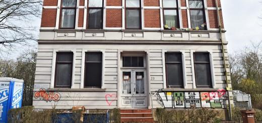 Das Gebäude an der Schulstraße 20 ist dringend sanierungsbedürftig.