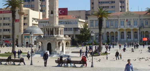 Der Uhrturm - das Wahrzeichen von Izmir, ist ein beliebter Treffpunkt. Foto: Kaloglou