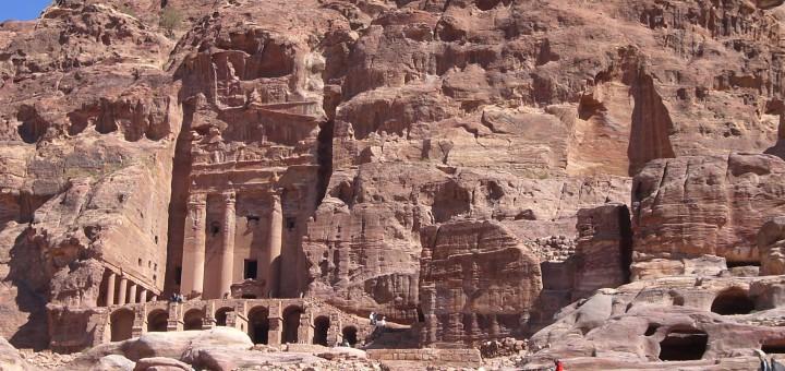 Die Felsengräber von Petra in Jordanien. Foto: Kaloglou