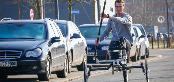 Der Bremer Kanusportler und Paddelfahrrad-Entwickler Kai Eggemann kann durch seine Erfindung nun auch im Winter draußen trainieren. In Höchstform startet er in die kommende Saison. Foto: Pressedienst Bremen