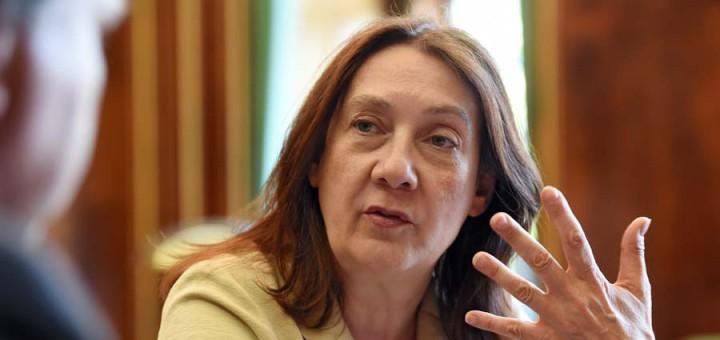 Karoline Linnert im Gespräch Foto: Schlie