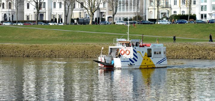 Die Weser in Bremen: Die Sielwallfähre verkehrt auf dem Fluss. Foto: WR