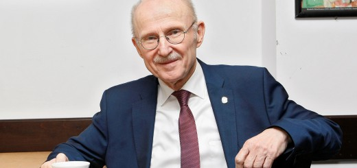 Willi Lemke wurde am Montagabend im Deutschen Fußballmuseum in Dortmund mit dem Integrationspreis des Deutschen Fußball Bund (DFB) und Mercedes-Benz ausgezeichnet.