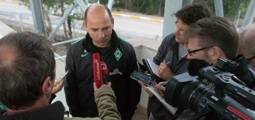 Skripnik spricht mit Journalisten