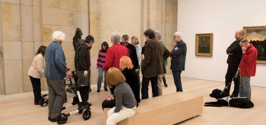 Führung von Sehbeeinträchtigten durch die Sammlung. Foto: Kunsthalle