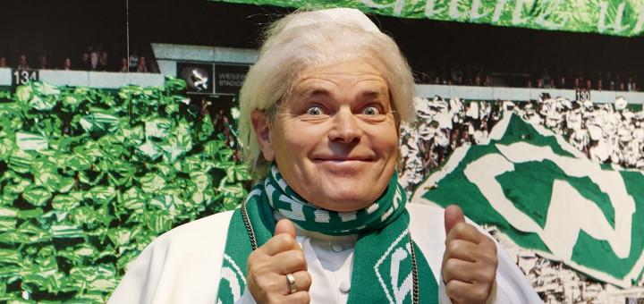 Was hat Gott eigentlich mit Fußball zu tun? Inwieweit nimmt Jesus wirklich am Spiel teil? Pago Balke klärt auf.
