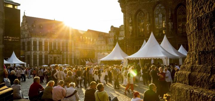 """Stimmungsvoll: Der Eröffnungsabend des Musifkestes findet in und an der """"Guten Stube"""" Bremen statt. Fotos: Musikfest"""