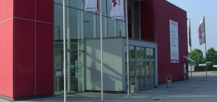 Das Freigelände neben der Stadthalle Osterholz-Scharmbeck wird am 3. September Schauplatz des Open-Air-Konzerts von Johannes Oerding. Foto: Bosse