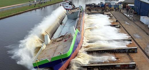 """Stapellauf der LNG-Schute """"greenports 1"""" auf der Schiffswerft Shipyard Constructions Hoogezand Nieuwbouw in Foxhol, Niederlande, am 31.03.16."""