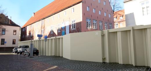 Das Schiebetor am Kito in der Alten Hafenstraße in Vegesack könnte durch ein Stemmtor ersetzt werden. Foto: Deichverband