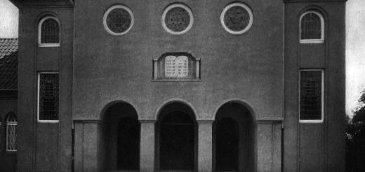 Außenansicht der nach Plänen des Architekten Himmelskamp errichteten Synagoge aus dem Jahre 1928.Fotos: Stadtarchiv