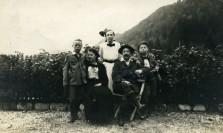 George Baker mit vier von seinen sieben Kindern. Das Foto wurde um 1912 in Triest aufgenommen. Bildvorlage: Chris Baker.