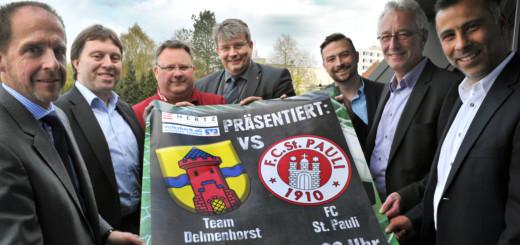 In aller Freundschaft sorgen Organisatoren und Sponsoren für ein Fußball-Familienfest mit dem FC St. Pauli im Düsternorter Stadion. Foto: Konczak