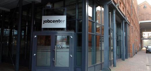 Der Eingang des Jobcenters in Delmenhorst. Foto: Konczak