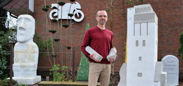 Mathias Rüffert hofft, den Delmenhorster Wasserturm als Modell zu vermarkten. Foto: Konczak
