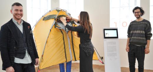 Modedesignstudenten aus Hannover präsentieren in einer Wanderausstellung, wie nachhaltige Kleidung aussehen kann. Foto: Konczak
