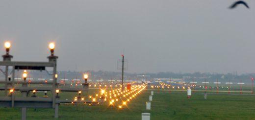 Unter der Landebahn hindurch - oder daran vorbei? Darüber streiten sich Bremen und der Bund. Jetzt haben sie sich Zeit verschafft. Foto: WR