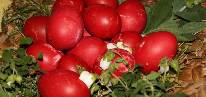 Rote Eier zum griechischen Osterfest Foto: Kaloglou