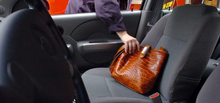 """Nicht nur offene Autoscheiben sind eine """"Einladung"""" für Diebe. Foto: WR"""