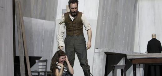 """Hervorragendes Theater in der """"Hexenjagd"""" boten Lisa Guth als Mary Warren und Frank Seppeler in der Rolle des John Proctor.Foto: Jörg Landsberg"""