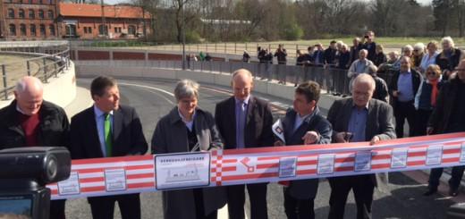 Bausenator Lohse eröffnet den ersten von drei Tunneln in Oberneuland. Foto: Gößler