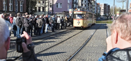 Beliebtes Fotomotiv: Die Gäste aus Deutschland und dem europäischen Ausland durften die historischen Straßenbahnen nicht nur knipsen, sondern natürlich auch eine Rundfahrt machen.Foto: Schlie