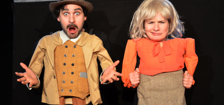 Die durch die Puppenkörper übergroß wirkenden Hände und Köpfe von Leo Mosler und Jeannette Luft sorgten für viele Lacher im Publikum. Foto: Grabowski
