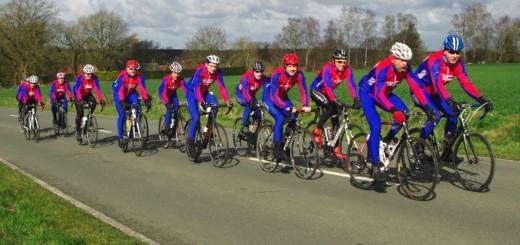 Ist für Radfahrer kein gesonderter Weg ausgewiesen, dürfen sie die Straße nutzen – so wie die Mitglieder des Radsportvereins Urania in Delmenhorst. Foto: pv