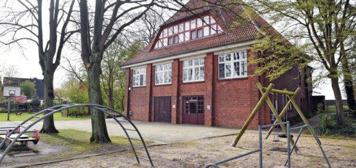 Die Bildungsbehörde will unter anderem prüfen, ob die Schule in Strom geschlossen wird. Foto: Schlie