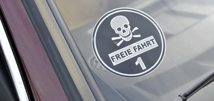 Eine neue Plakette soll ältere Dieselfahrzeuge ausschließen. Sie soll aber blau und nicht - wie auf diesem Bild - schwarz werden. Foto: WR