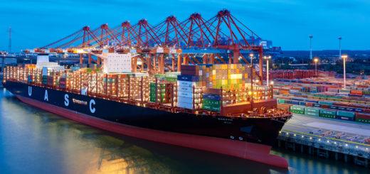Die UASC Barzan an einem Eurogate-Terminal: Dieses Schiff kann bis zu 18.800 Container transportieren Foto: Eurogate