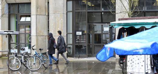 Der Eingang der neuen öffentlichen Toilette, gleich hinter dem Markt. Foto: Schlie