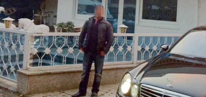 Unter anderem dieses Foto veröffentlichte der Fremde auf Facebook - und gab das Haus im Hintergrund als sein eigenes aus. Foto: pv