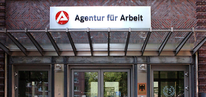 Obwohl sich in Bremen ein konjunktureller Aufschwung bemerkbar macht, sind die Arbeitslosenzahlen im März nur geringfügig zurückgegangen.